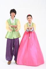 한복 입은 한국 소년과 소녀