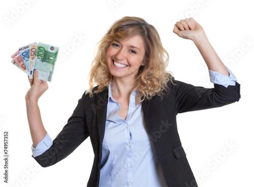 Leinwandbild Motiv Frau mit blonden Haaren hat gewonnen