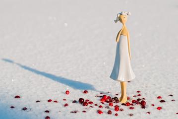 Кукла в снегу