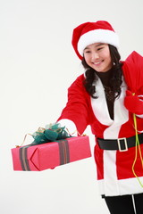 산타 복장을 한 소녀와 선물