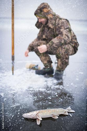 Winter.Ice-fishing.