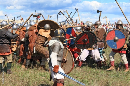 Foto op Canvas Vechtsport Medieval battle show Voinovo Pole (Warriors' Field)