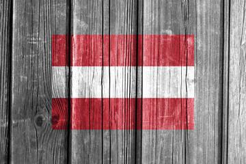 Österreich Flagge auf Holzwand