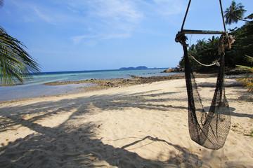 Hamac sur plage de sable blanc