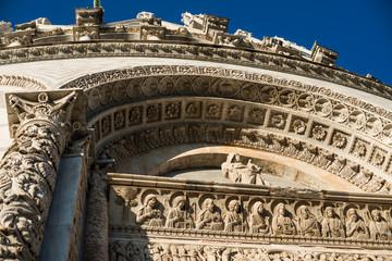 Decorazione scultorea, Battistero di Pisa