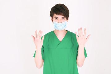 스튜디오 안의 의사선생님과 간호사