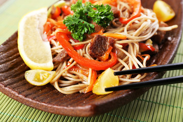 Chinese noodles with vegetables and roasted meat