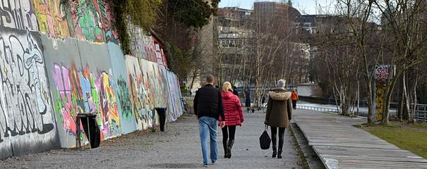 allée bordée de graffiti ...zürich