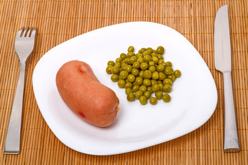 Sausage with green peas