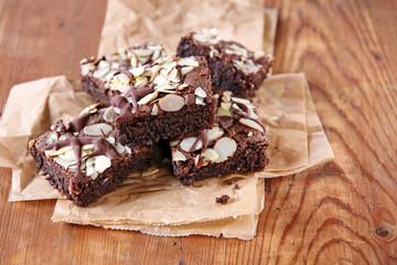 brownies mit mandelblättchen