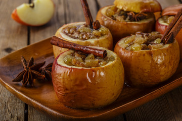 baked apples with raisins and cinnamon