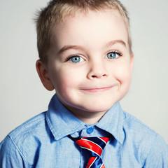 Портрет красивого ребенка.