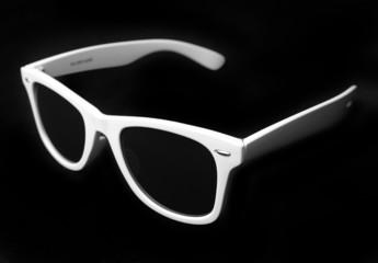 Óculos escuros brancos