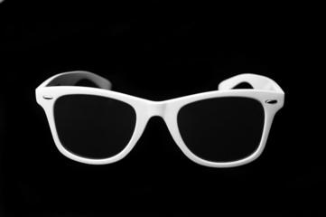 Óculos escuros brancos frente
