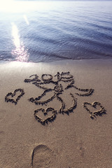 flower, hearts, foot step and 2015 drawing on sand