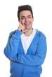 Sympathischer Mann im blauen Pulli