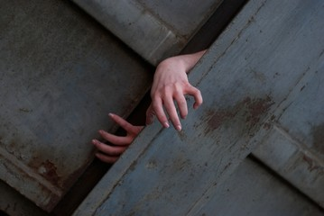 Страшные руки из ящика