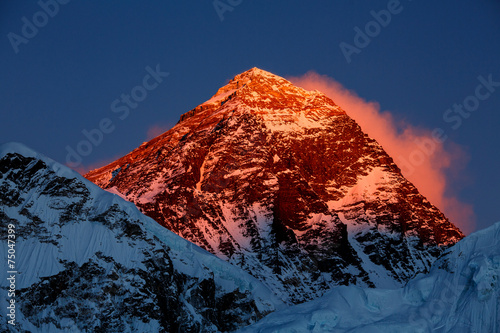 Everest in the sunset - 75047399