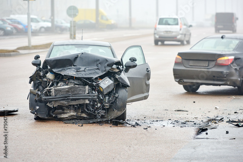 automobile crash collision in urban street - 75047701
