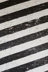 縞模様に塗った壁