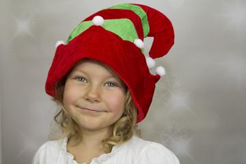 Dziewczynka w czapce elfa