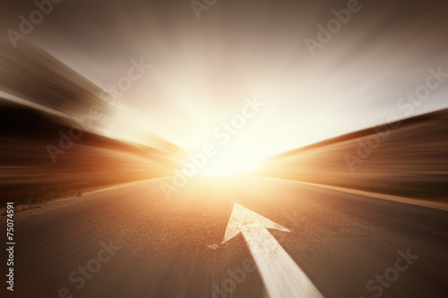 Foto op Plexiglas Openbaar geb. Road with arrow