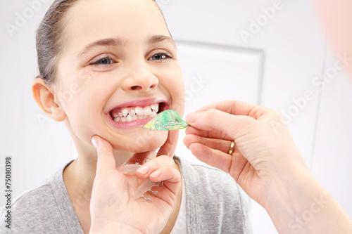 Dziecko u ortodonty, wada zgryzu