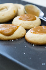 pumping caramel cookies