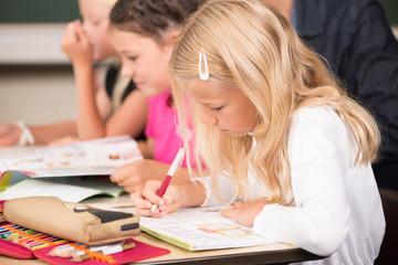Mädchen in der Grundschule