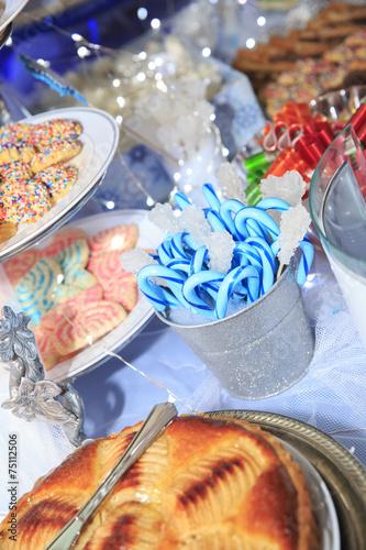 Papiers peints Dessert Blue lollipop and sweets on the table