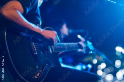 Póster Guitarrista en el escenario para el concepto de fondo, suave y la falta de defin