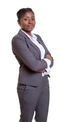 Stehende Geschäftsfrau aus Afrika