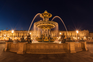 Night view of the fountain at the Place de la Concorde