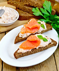 Sandwiches on pieces of bread with salmon and cream