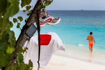 r runners on the maldives beach
