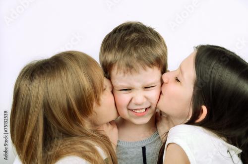 Сестра целовалась с братом смотреть 20 фотография