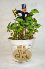 Blumentopf mit Klee und Schornsteinfeger Viel Glück