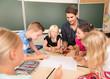 Leinwanddruck Bild - Kinder in der Grundschule