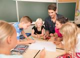 Fototapety Kinder in der Grundschule