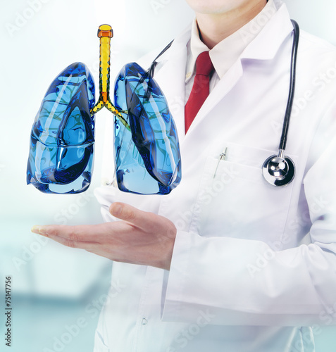 Doctor vith lungs in hands in a hospital Plakat