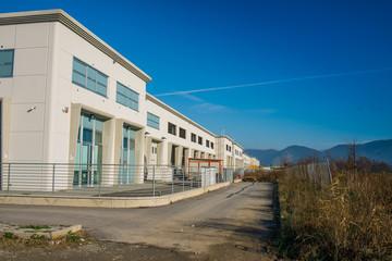 Facciata edificio moderno, uffici, nuova edilizia