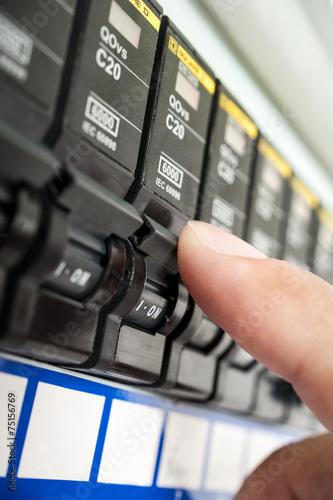 circuit breaker - 75156769
