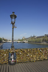 Paris cadenas pont love padlocks bridge France