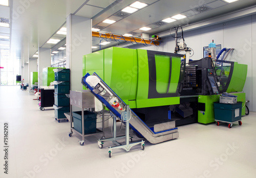 Leinwanddruck Bild Injection molding of biomedical products in clean room