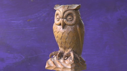 rotate beautiful retro wooden bird owl sculpture