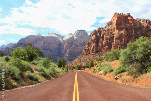 Fotobehang Route 66 Canyon road mountains