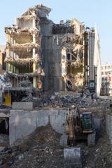 Destruction d'immeubles anciens