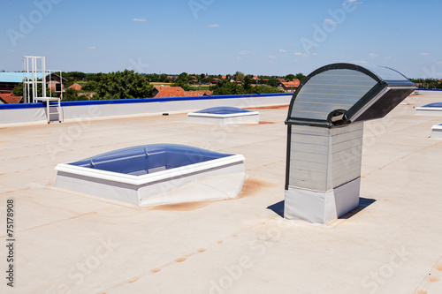 flat roof on industrial hall - 75178908