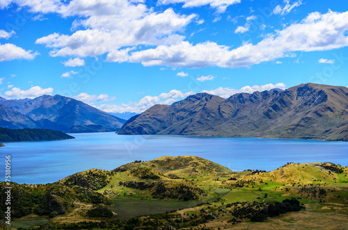 Fotobehang Purper Lake Wanaka and Mt Aspiring