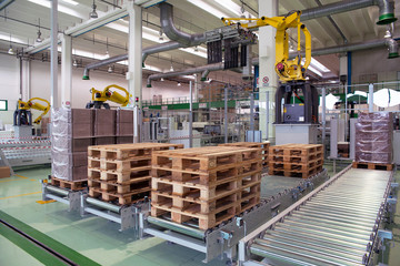 Factory - Production of cardboard foodstuff containers